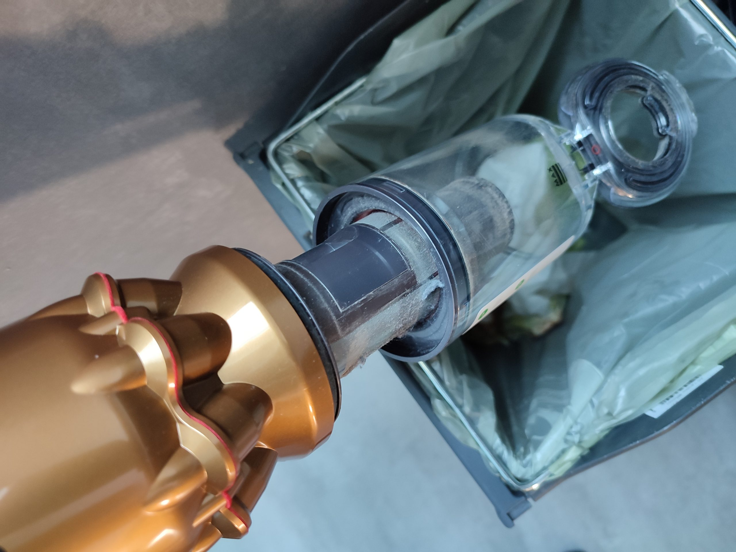 Dyson Omni-Glide Akkusauger Staubkammer leeren