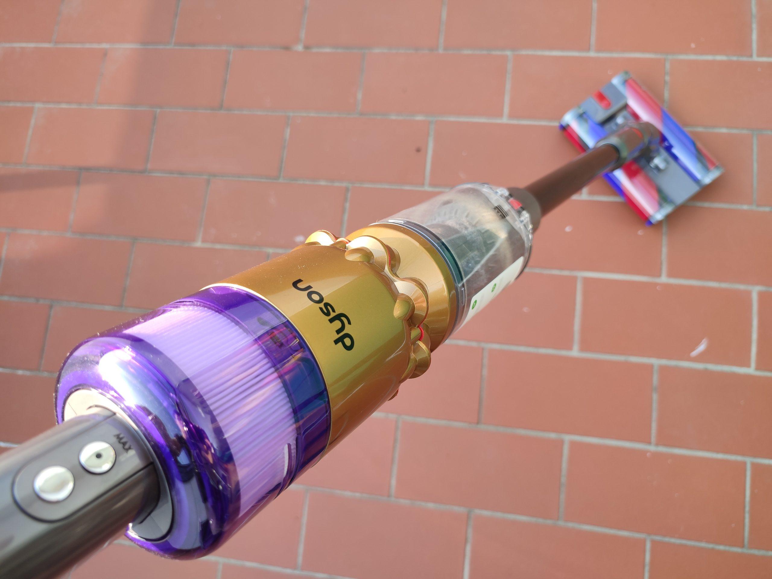 Dyson Omni-Glide Akkusauger auf Hartboden Balkon Fliesen