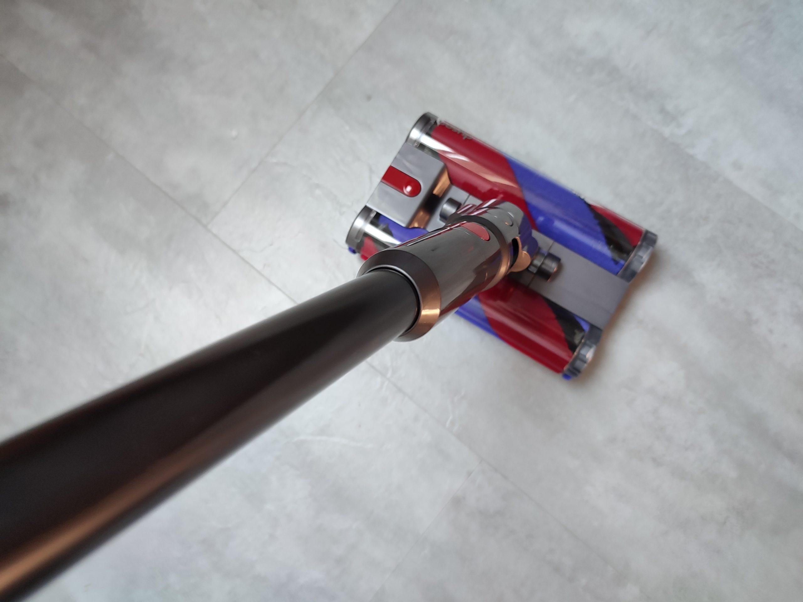Dyson Omni-Glide Akkusauger auf Untergrund Performance Hartboden