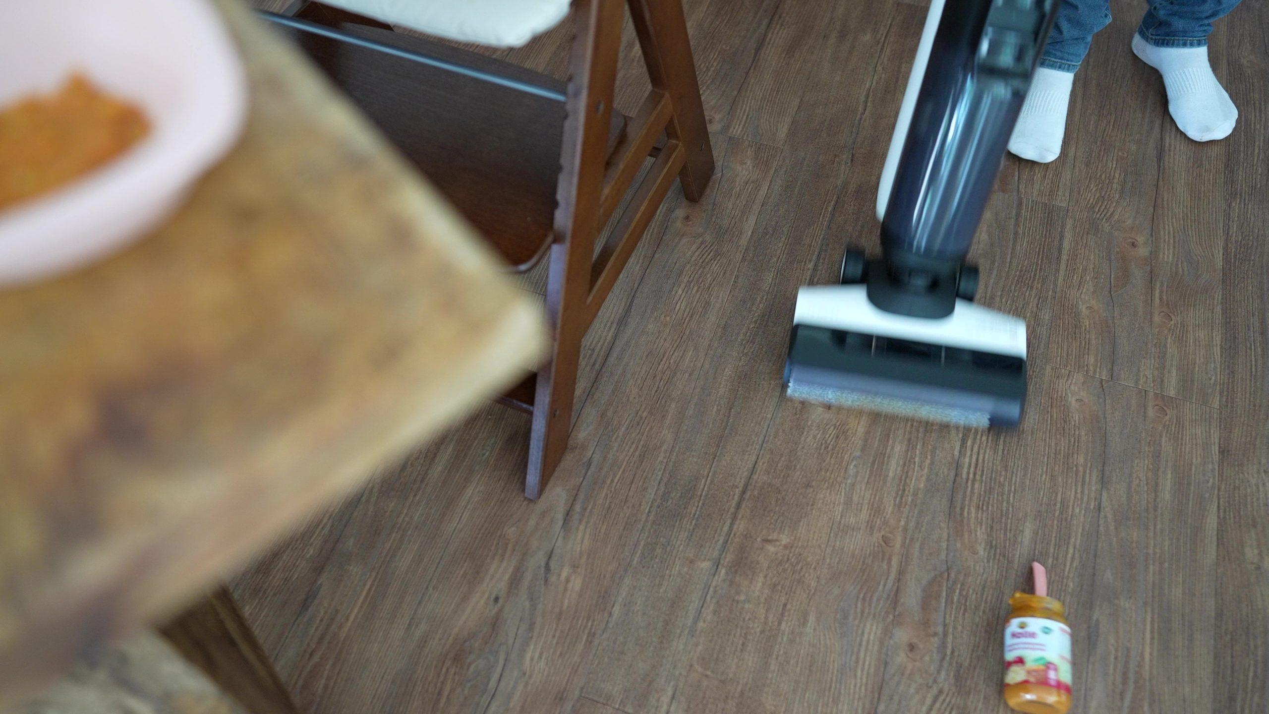 Tineco Floor One S5 Pro Wischsauger Akkusauger Simulation Hundekot